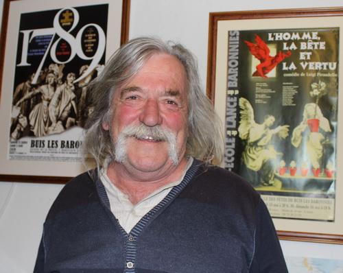 Gérard Deboulle, charpentier, grimpeur, choristes, décorateur, comédien et désormais président du Théâtre-Ecole de la Lance et des Baronnies.