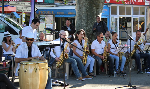 Open in Jazz en apaaro-swing sur la place du Quinconce. (Photo Alain Bosmans)