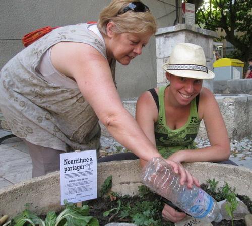 « On plante, on arrose et on partage », expliquent Myriam Varillon et Camille Lecureux du collectif buxois.