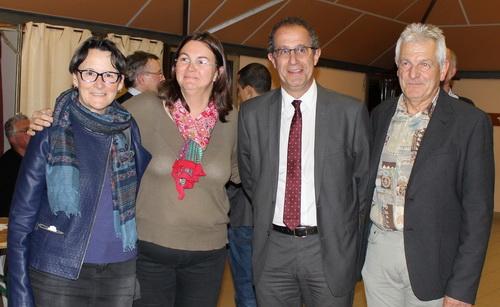 Pascal Rochas et Pierre Combes entourés de leurs supplénats Evelyne Gauthier et Claude Bas, ont fété leur victoire dimanche soir au Mille Club de Buis.