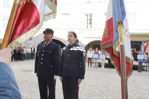 Neufs gerbes furent déposés parmi lesquelles celle des sapeurs pompiers volontaires de Buis.