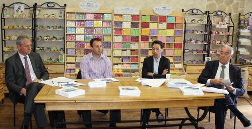 Pendant la conférence de presse, de gauche à droite : Pierre Tournier (conseiller en entreprise), Christophe Montaud (directeur), Sébastien Montaud (président) et Louis Thannberger (banquier d'affaire, introducteur en bourse).
